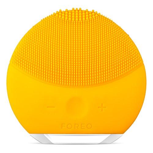 LUNA mini 2 de FOREO es el limpiador facial con modo anti-edad. Un cepillo facial...
